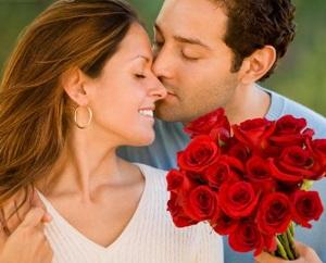 homem-dando-um-buque-de-flores-para-agradar-uma-mulher