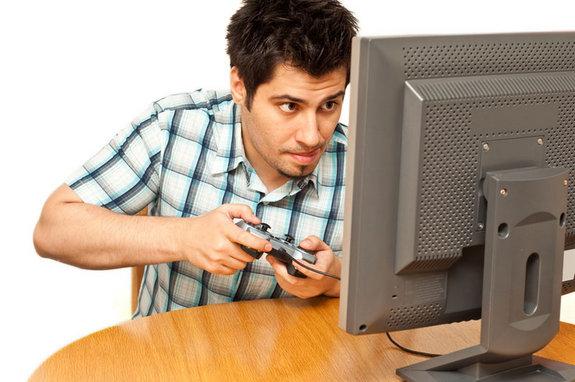 homem-em-casa-jogando-video-game-nao-consegue-ficar-com-um-mulher